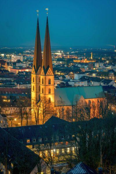 Jobs-Stellenangebote-Bielefeld-Neustädter-Marienkirche-Panorama-Nacht