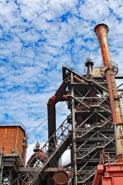 Jobs-Stellenangebote-Duisburg-Industrieruine-Rost-Himmel-Wolken-Tag