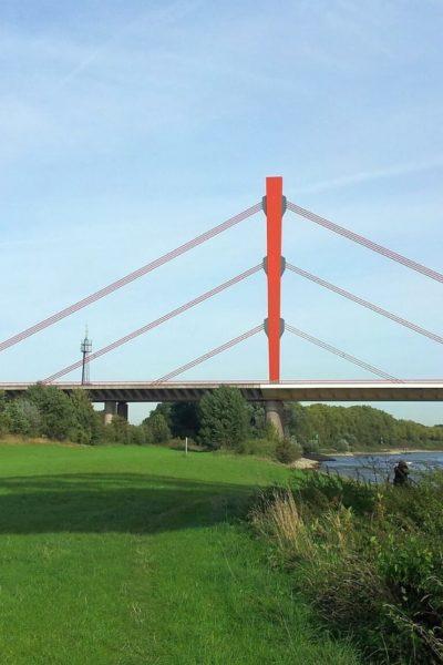 Jobs-Stellenangebote-Duisburg-Rheinbrücke-Wiese